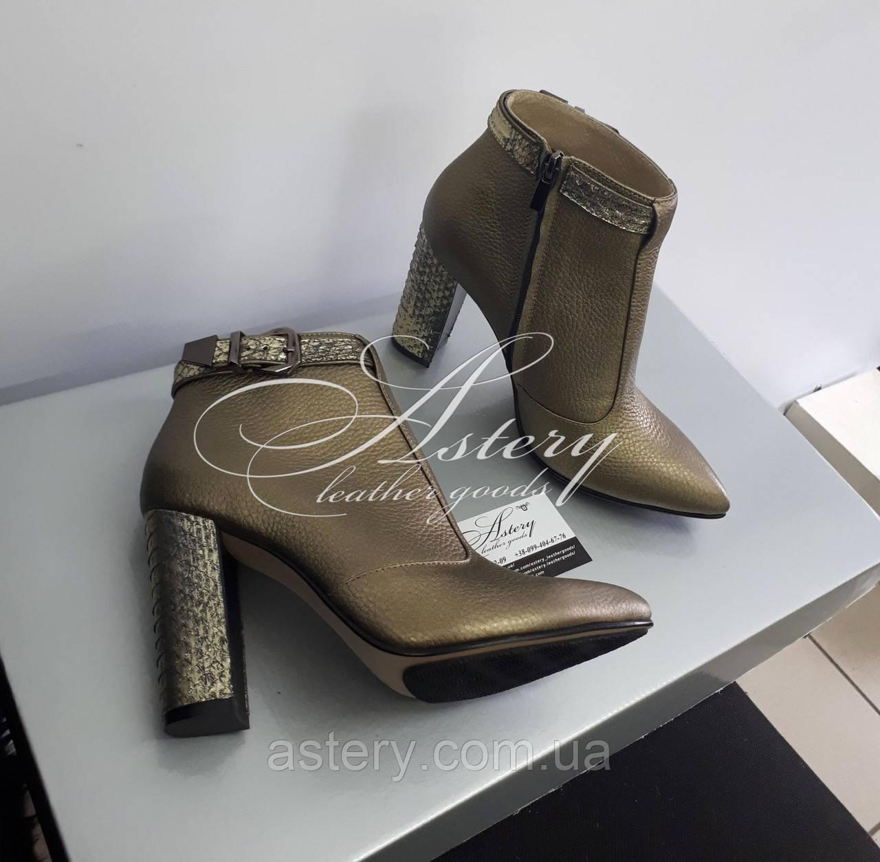 Модные бронзовые ботильоны из кожи и питона на тостом каблуке