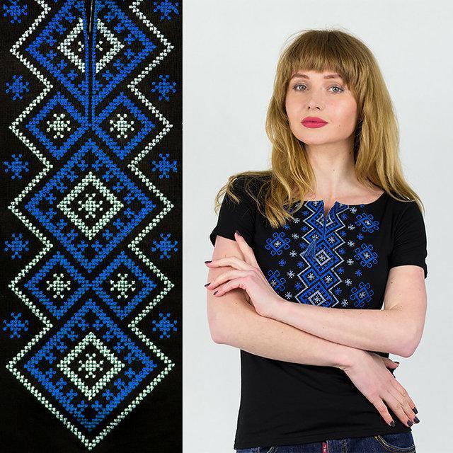 Качественная трикотажная футболка женская с синим орнаментом