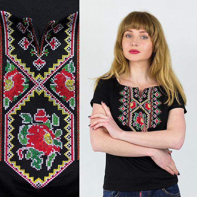 Красивая черная футболка с новым этническим орнаментом