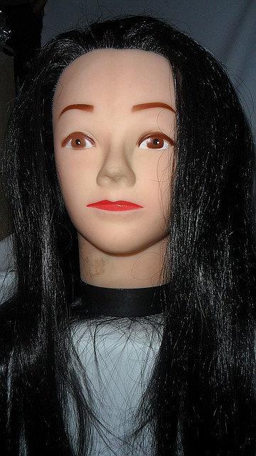 Манекен-голова с искусственными волосами брюнетка