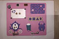 Развивающая доска Бизиборд для девочки с каретой и мелованной доской