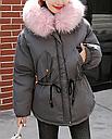 Женская куртка парка на пуху с розовым мехом (серая), фото 4