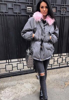 Женская куртка парка на пуху с розовым мехом (серая)