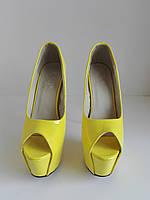 Женские желтые лаковые туфли на высокой шпильке  38 размер