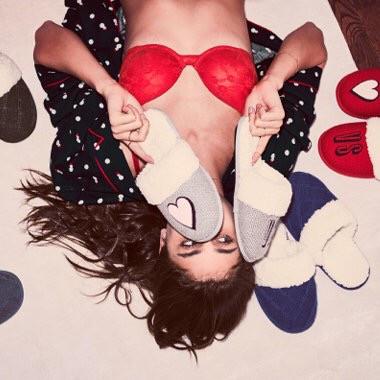 Victoria's Secret Домашние тапочки The Embroidered Cozy Slipper L, Зеленый