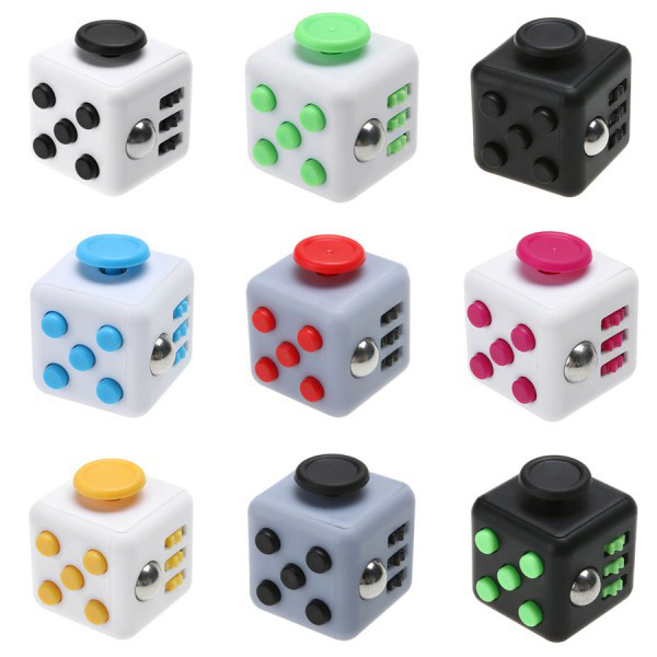 Кубик антистресс с кнопками. Черный с красно-черными кнопками