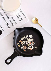 Керамічна тарілка у вигляді сковородкиLoveAffair, чорна 16см.