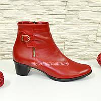 Женские классические кожаные зимние полуботинки на устойчивом каблуке, цвет красный.