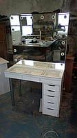 Стол для визажиста с витриной