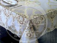 Скатерть 135*180 см виниловая украшенная под золото/серебро.