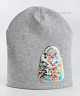 Шапка Бриджитта серого цвета с украшением в виде сумочки