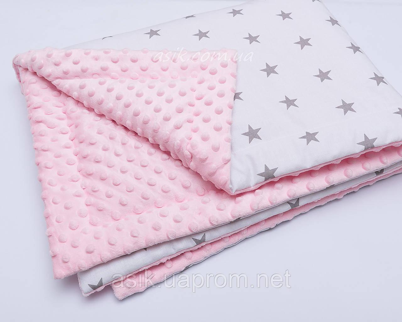 Плед в коляску с плюшем минки розового цвета и серыми звёздами на белом