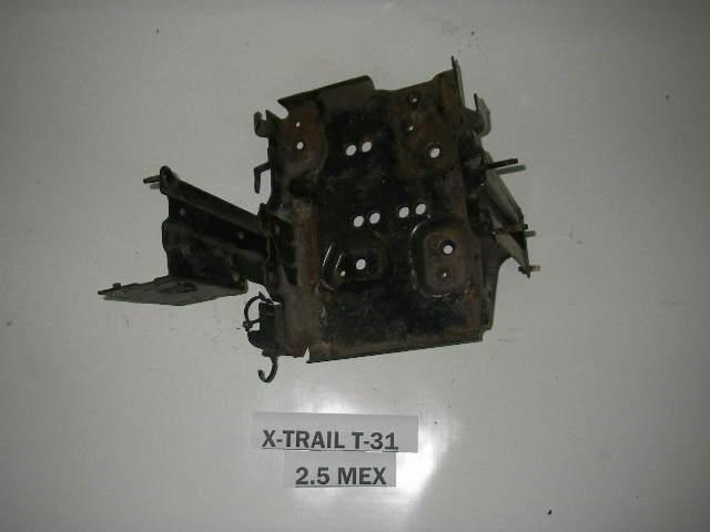 Кронштейн полки АКБ Nissan X-Trail (T31) 07-12 (Ниссан Х Трейл)  64860JG30A