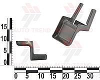 Облицовка петли салазок переднего сидения ВАЗ 2123 (СИС). 2123-6814178