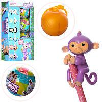 Фигурка 170982 Fingerlings Monkey обезьянка в шаре