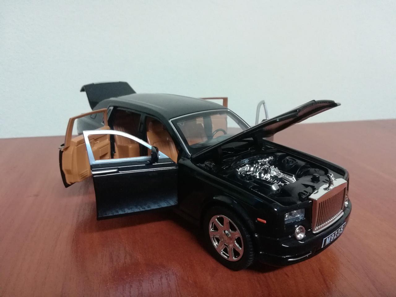 Коллекционная машинка Rolls Royce Phantom металлическая модель в масштабе 1:24