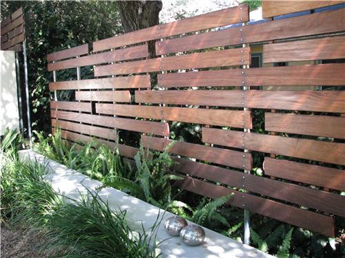 Заборы для дачи из дерева