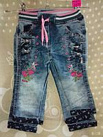 Джинсы для девочки 2-4 лет синего цвета на резинке с вышивкой бантики оптом