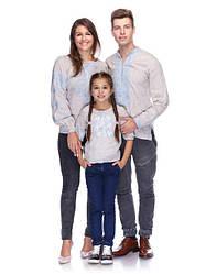Семейный комплект вышиванок из небеленого льна с голубой вышивкой