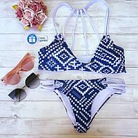 Стильный женский купальник-бикини с синим орнаментом