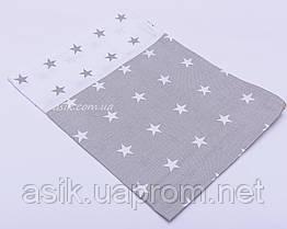 Наволочка в детскую кроватку серо-белого цвета со звёздами