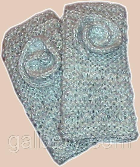 Вязаные рукавички - митенки с цветком мраморного цвета