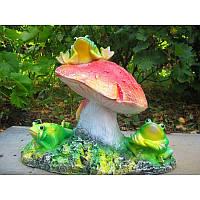 Статуэтка садовая Лягушки на грибе