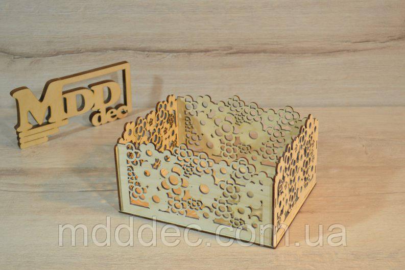Дерев'яна коробка для пакування. Подарункова коробка.
