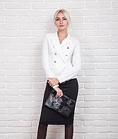 Стильный женский жакет в офисном стиле молочного цвета