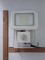 Прожектор LED 10 Ватт белый с датчиком движения 180* GALAXY