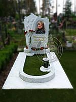 Памятник с тюльпанами из белого мрамора №50.