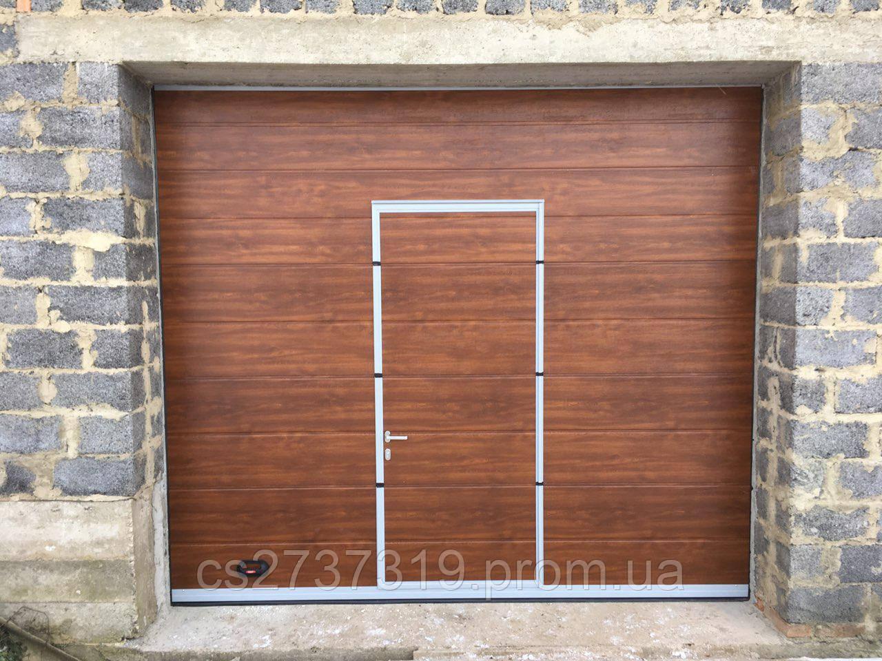 Гаражные секционные ворота  DoorHan 3100*2600