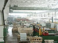 Заготовки из белого мрамора в цехе