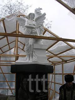 скульптурылюдей и ангелов