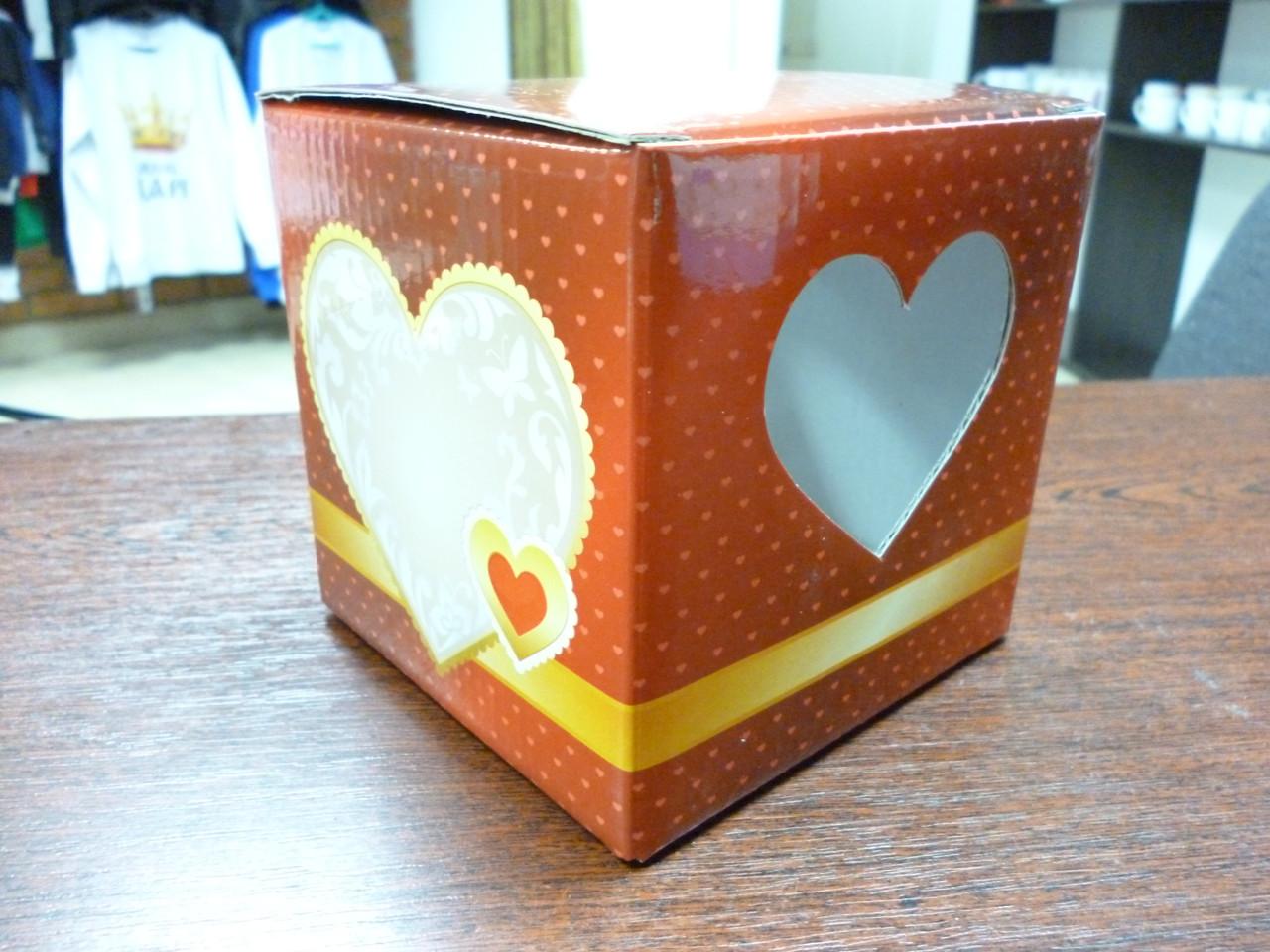Подарочная коробка для чашки с окошком в виде сердца, красная
