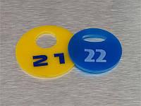 Акриловый номерок 40х40 мм, односторонний (Кольцо: Без кольца для ключей;  Заливка эмалью: 1 слой; Основание: Акрил металлик или перламутр;)