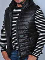 Утепленная жилетка мужская с капюшоном
