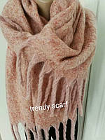 Женский кашемировый теплый шарф. Светло-розовый, пудра с крупной бахромой. 180/60
