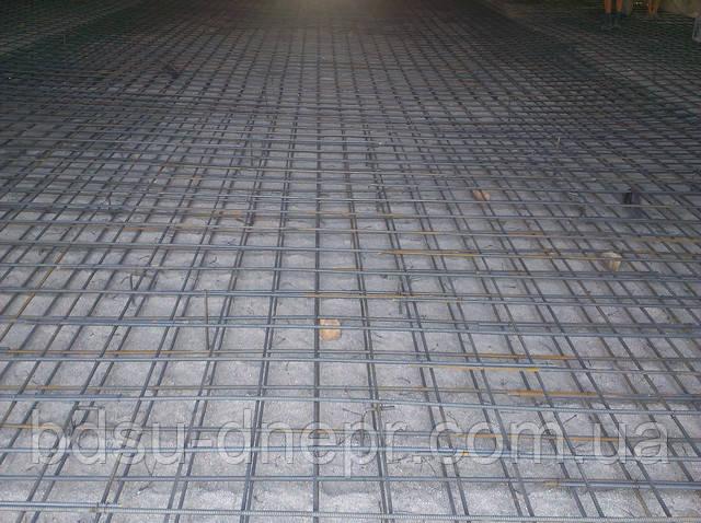 Изображение объёмного арматурного каркаса для устройства бетонных полов в ангаре