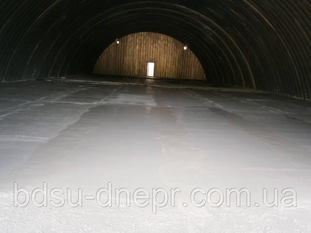 Заливка бетоном складского помещения.