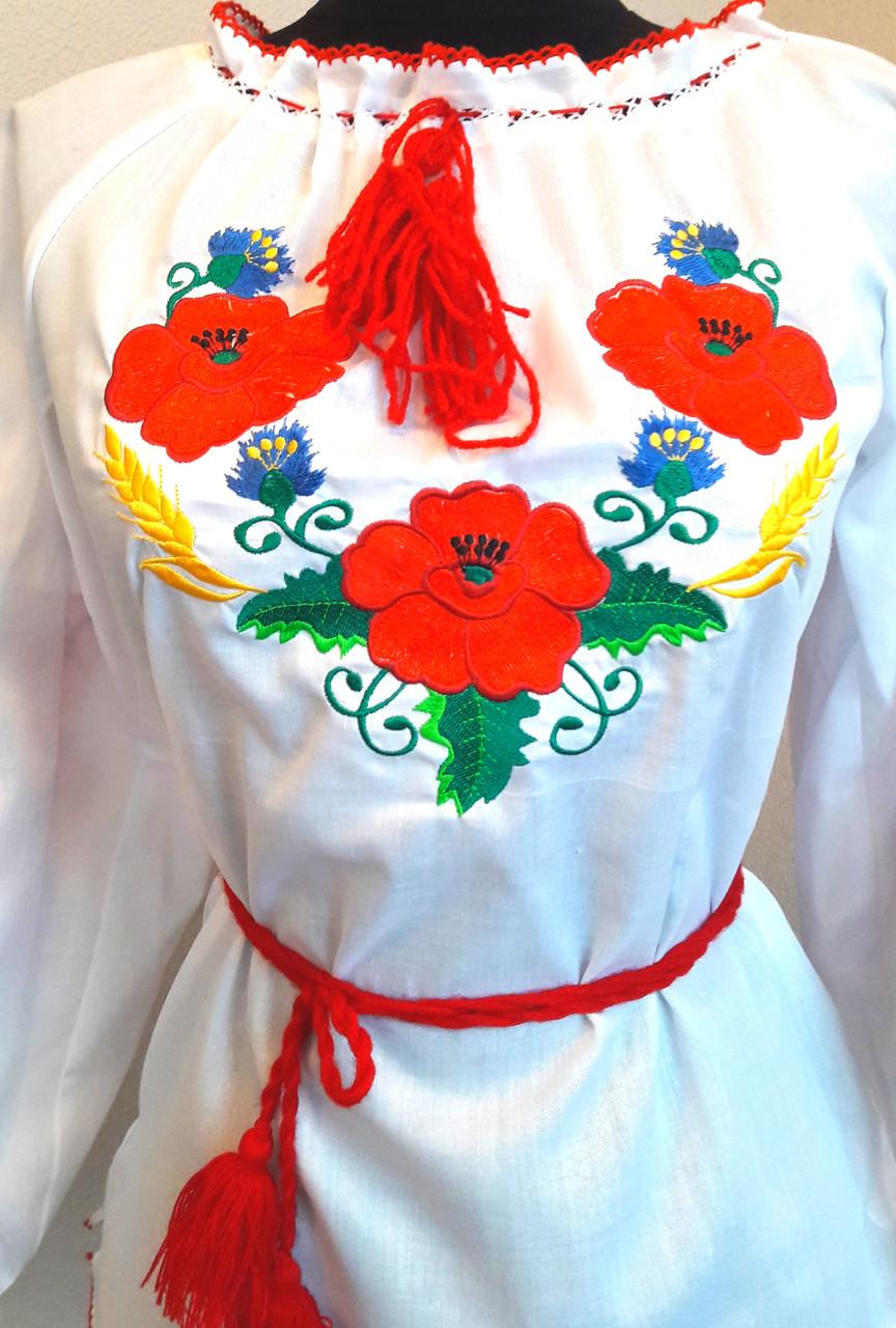 Красивая женская вышиванка с маками