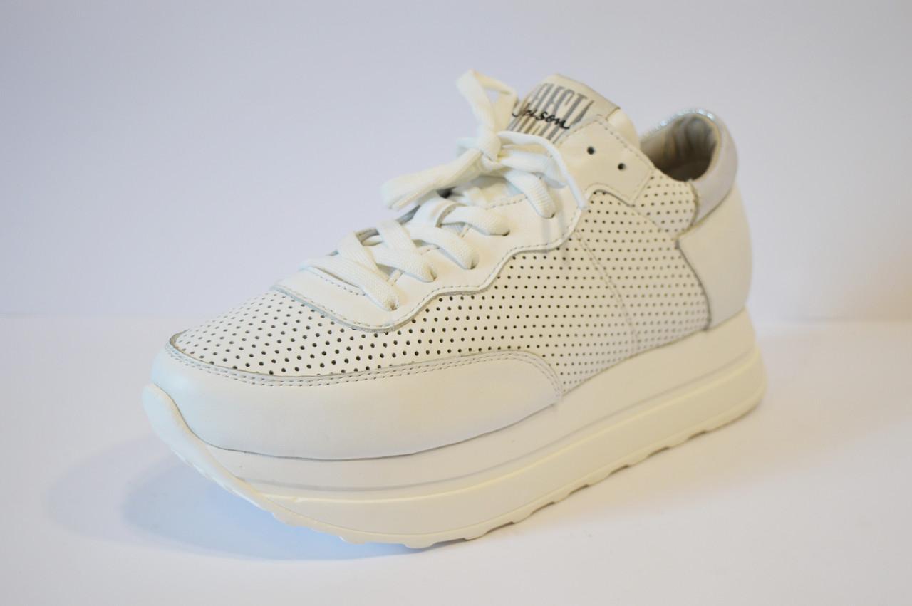 Белые женские кроссовки Selesta