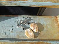 Серьги с перламутровыми листиками