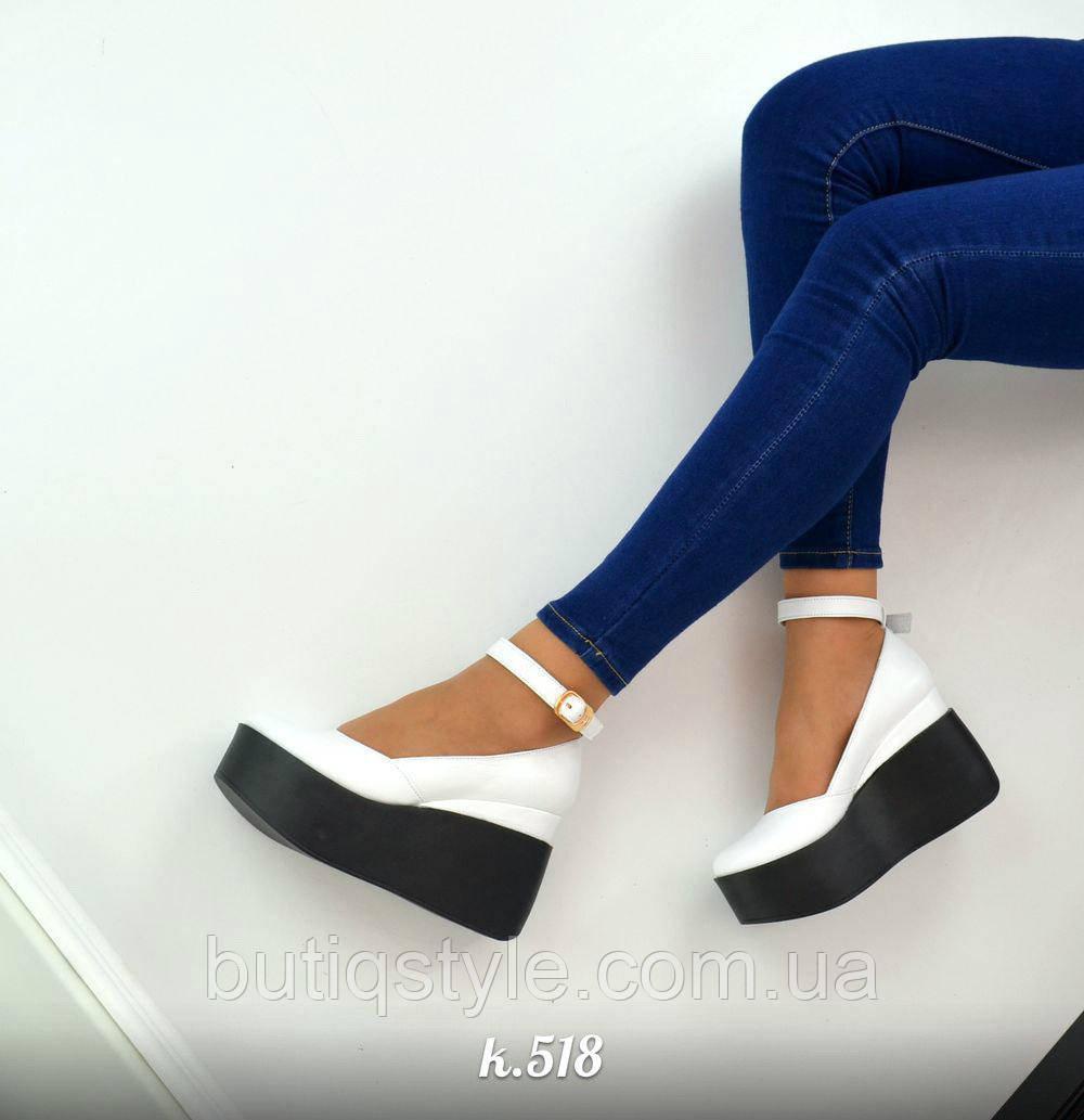 40 размер! Женские кожаные белые туфли с пряжкой на черной платформе