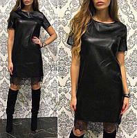 Женское прямое мини-платье из эко-кожи с кружевной окантовкой