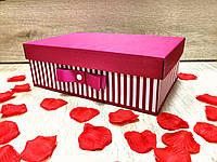 Коробка большая ручной работы розового цвета с белой полоской и бусинкой