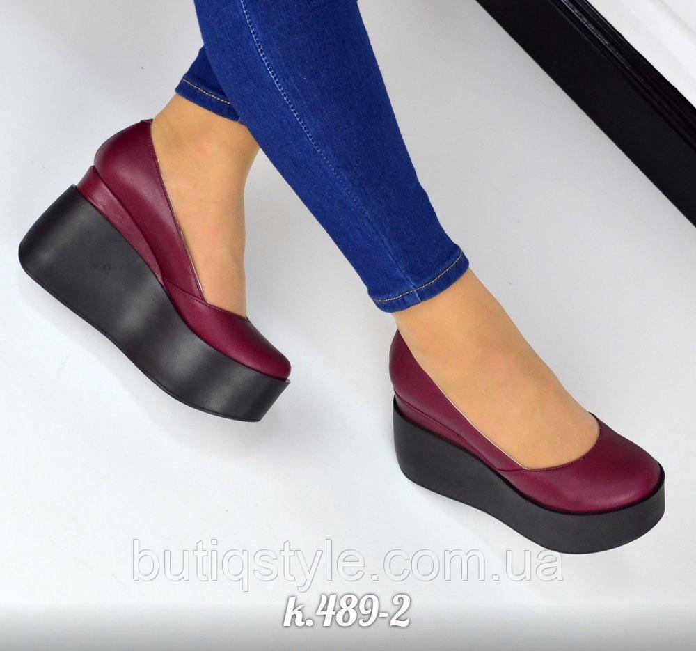39, 40 размер! Красивые женские туфли сливовые натуральная кожа на черной танкетке