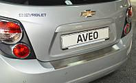 Защитная хром накладка на задний бампер с загибом Chevrolet aveo T300 hb (шевроле авео т300 хетчбек) 2011+