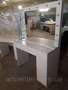 """Стол гримерный белый с открытием ящиков по системе """"push to open"""" и зеркалом с подсветкой"""