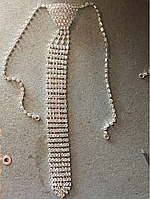 Металическое украшение галстук